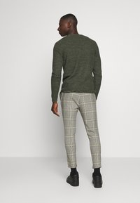 Only & Sons - ONSLINUS CROPPED CHECK PANT - Kalhoty - black - 2