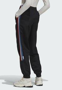 adidas Originals - ADICOLOR TRICOLOR PRIMEBLUE TRACKSUIT BOTTOMS - Pantalon de survêtement - black - 2