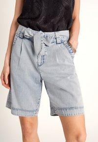 comma - Denim shorts - light blue - 4