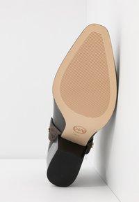 MICHAEL Michael Kors - PAMELA - Ankle boots - black/brown - 6