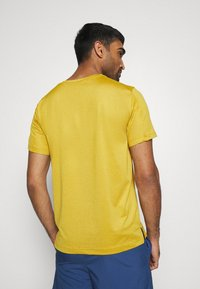 Nike Performance - T-shirts basic - tawny/dark sulfur/heather/black - 2
