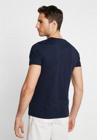 Tommy Hilfiger - YACHT STRIPE TEE - Print T-shirt - blue - 2