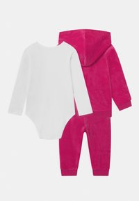 Guess - BABY SET UNISEX - Baby gifts - pink - 1