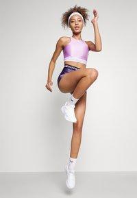 Nike Performance - TANK - Débardeur - violet shock/white - 2