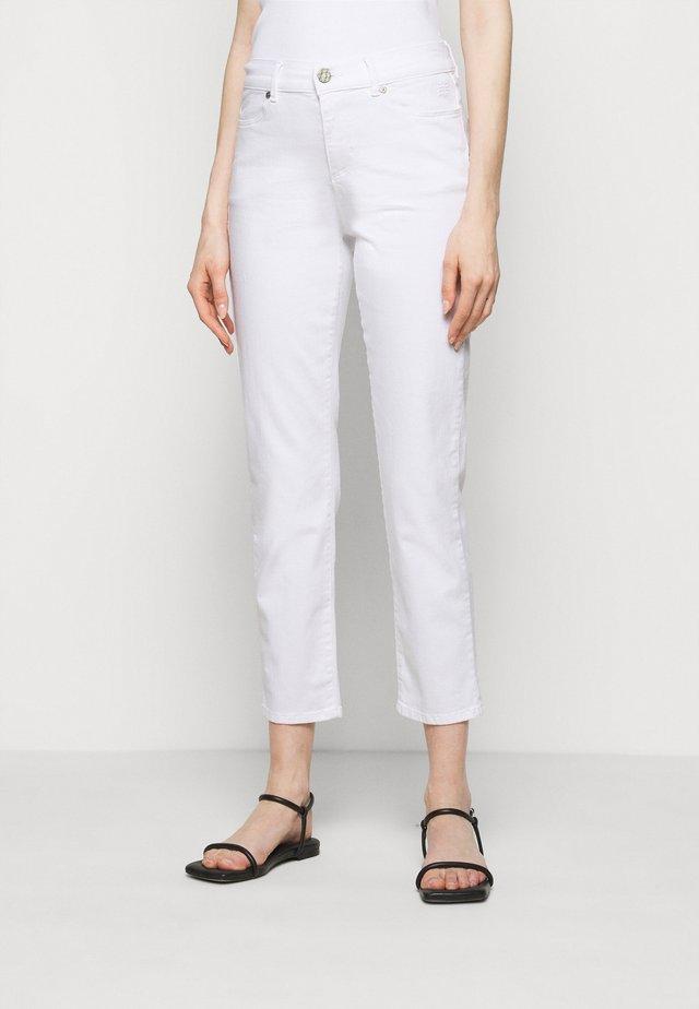 CIGARETTE - Džíny Slim Fit - white