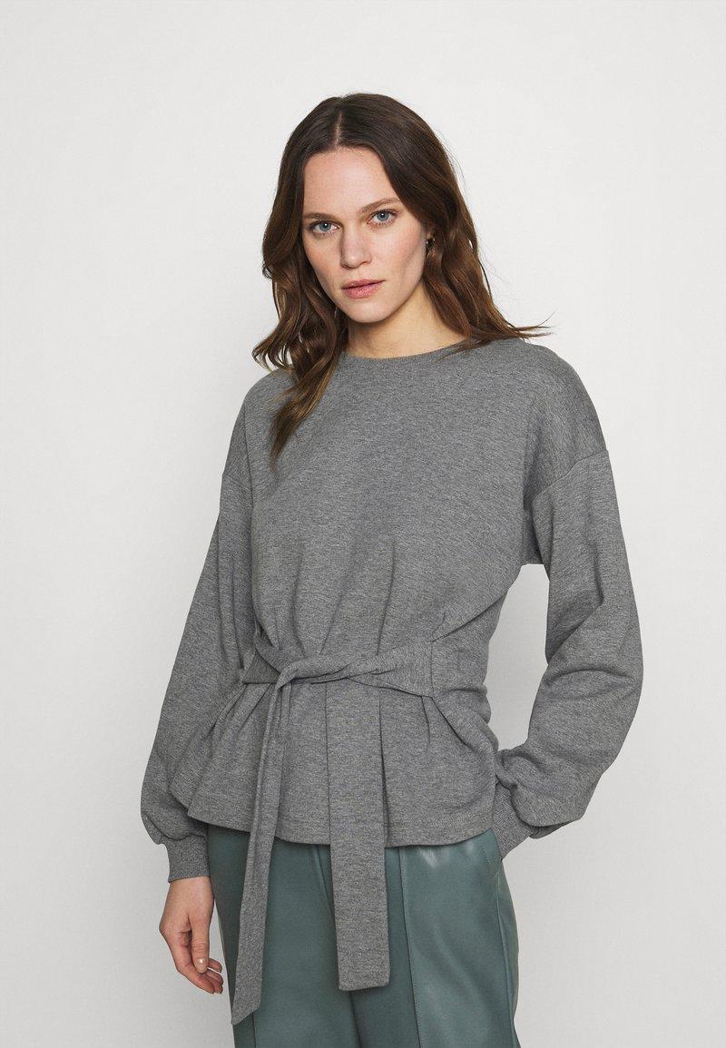 Lounge Nine - WILMA TIEBELT - Sweatshirt - dark grey melange
