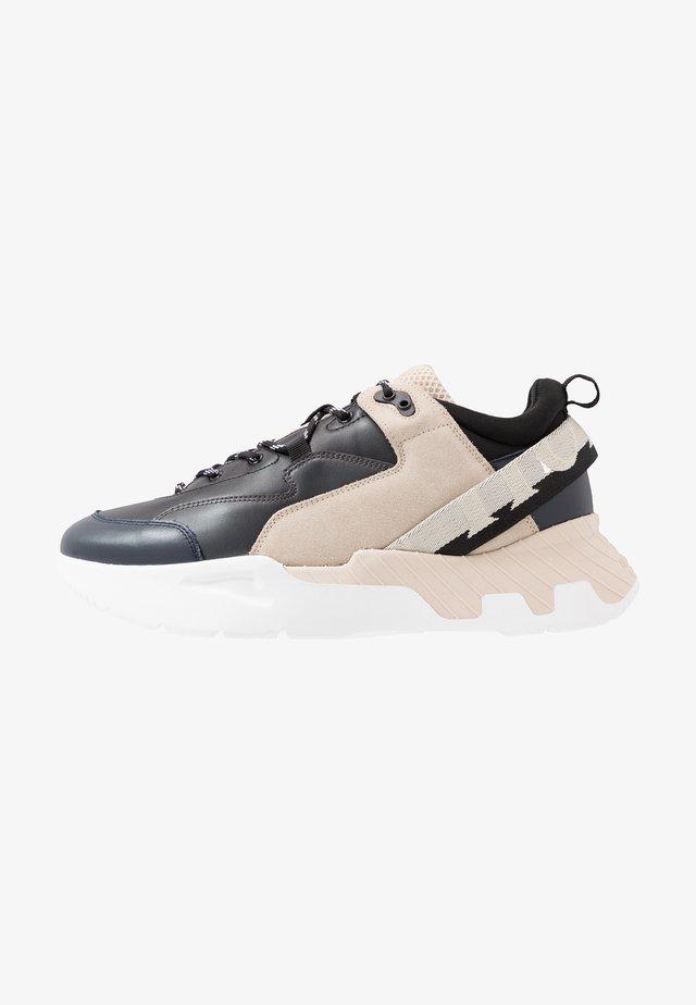 LEONARDO - Sneakersy niskie - black/beige