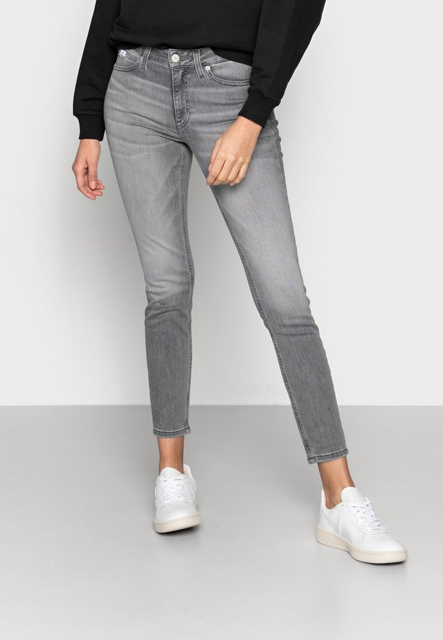 MID RISE SKINNY ANKLE - Jeans Skinny Fit - grey