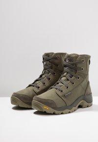 Columbia - CAMDEN OUTDRY CHUKKA - Obuwie hikingowe - nori/grey - 2