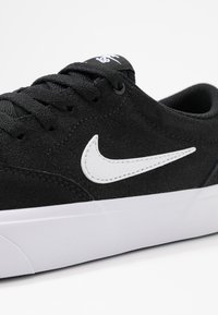 Nike SB - CHARGE - Sneakers - black/white - 2