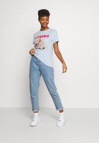 Cotton On - CLASSIC DISNEY - T-shirt con stampa - kentucky blue - 1