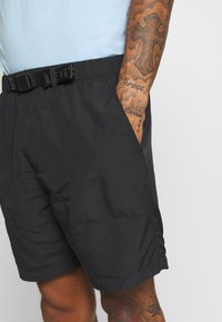 Levi's® - LINED CLIMBER - Shorts - jet black - 3