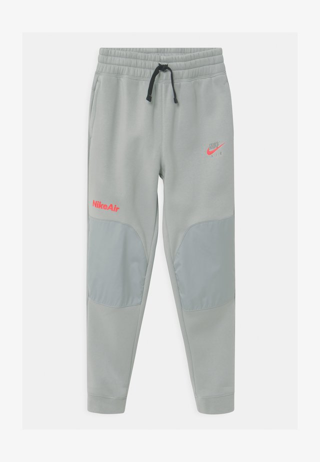 AIR - Pantalones deportivos - light smoke grey/bright crimson