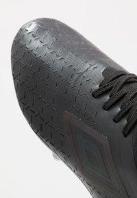 Umbro - VELOCITA PRO FG - Scarpe da calcetto con tacchetti - black - 5