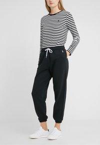 Polo Ralph Lauren - SEASONAL  - Pantalon de survêtement - polo black - 0