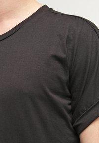 Urban Classics - T-shirt med print - black - 4