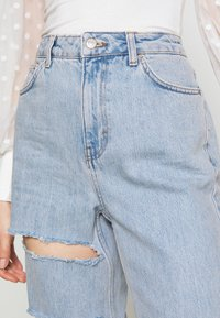 Topshop - SOFIA RIP MOM - Relaxed fit jeans - super bleach - 4