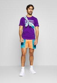 Columbia - RIPTIDE™ SHORT - Pantalones montañeros cortos - brigt nectar - 1