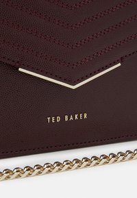 Ted Baker - PATENT QUILTED ENVELOPE MINI XBODY BAG - Across body bag - purple - 3
