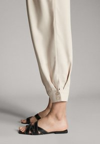 Massimo Dutti - WITH BUTTONS - Chinos - beige - 6