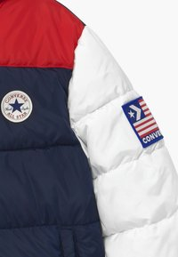 Converse - BOYS VARSITY PUFFER - Giacca invernale - obsidian - 2