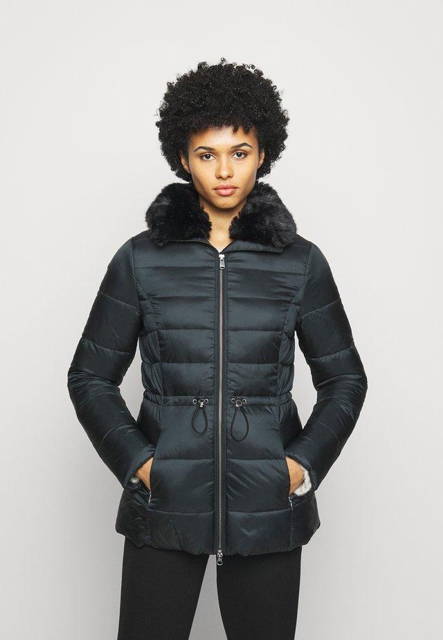 ANGUS QUILT - Short coat - black