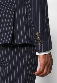 Isaac Dewhirst - BOLD STRIPE SUIT - Suit - dark blue - 7