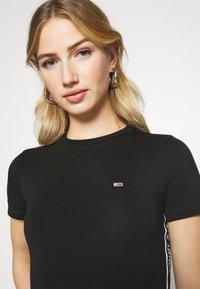 Tommy Jeans - SHORTSLEEVE TAPE - Print T-shirt - black - 3