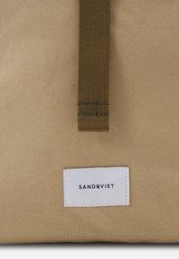 Sandqvist - KAJ UNISEX - Batoh - beige - 5