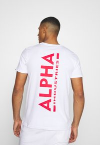 Alpha Industries - Print T-shirt - white/red - 2