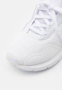 adidas Originals - SWIFT RUN X SHOES - Sneakers laag - footwear white - 5
