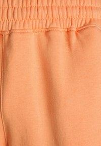 Mennace - ESSENTIAL UNISEX  - Shorts - peach - 2