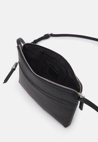 PARFOIS - CROSSBODY BAG BALLOON - Across body bag - black - 2