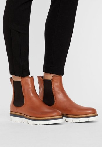 CLEATED  - Platform ankle boots - cognac