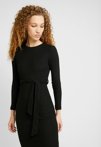 New Look - RIB BELTED MIDI - Pouzdrové šaty - black - 4