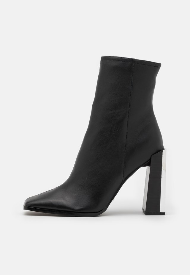 HOMER SQUARE TOE HARDWARE BOOT - Classic ankle boots - black