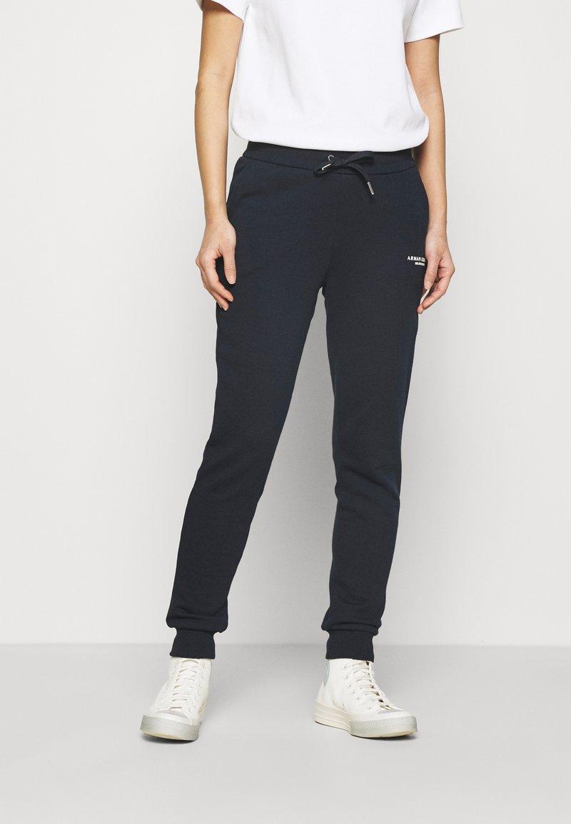 Armani Exchange - PANTALONI - Teplákové kalhoty - navy