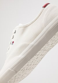 Tommy Hilfiger - CORE OXFORD - Trainers - white - 5