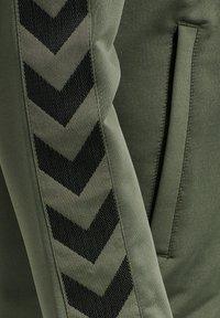 Hummel - NATHAN  - Zip-up sweatshirt - beetle - 3