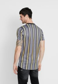 Supply & Demand - PIN - T-shirt con stampa - black/gold - 2