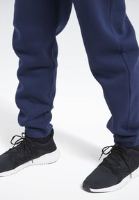 Reebok - TRAINING ESSENTIALS CUFFED JOGGERS - Træningsbukser - blue - 4