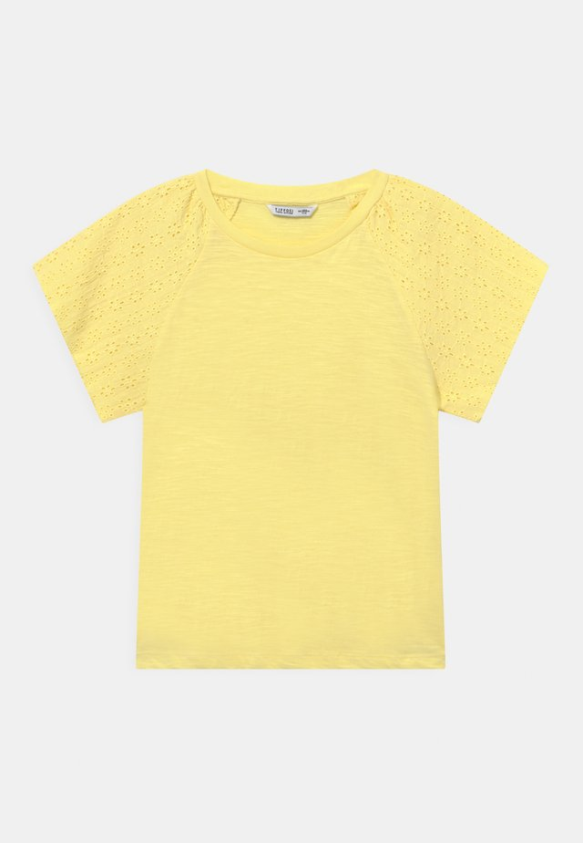 CANADA - T-shirts med print - yellow