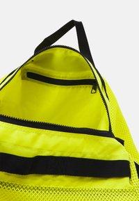 adidas Performance - DUFFEL  - Sportovní taška - acid yellow/black - 3