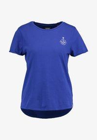 Scotch & Soda - BASIC SHORT SLEEVE TEE IN VARIOUS PRINTS - T-shirts med print - yinmin blue - 3