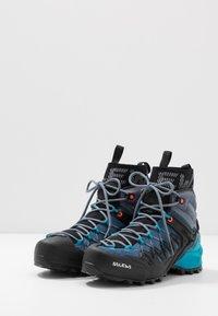 Salewa - WILDFIRE EDGE MID GTX - Hiking shoes - poseidon/grisaille - 2