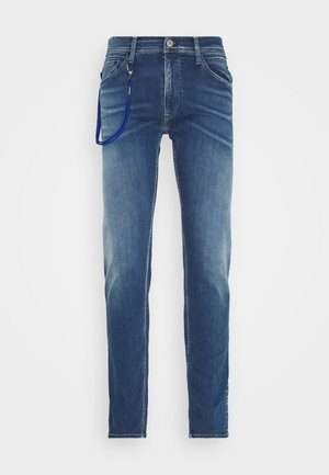 TITANIUM MAX - Vaqueros slim fit - medium blue