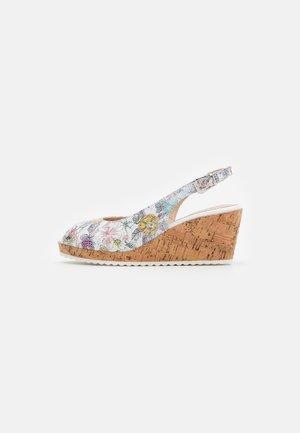 Sandály na platformě - multicolor