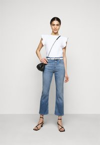 CLOSED - BAYLIN - Flared Jeans - mid blue - 1