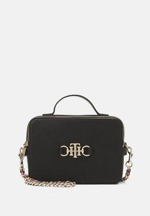 CLUB CAMERA BAG - Handbag - black