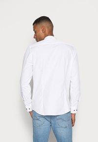 Seidensticker - MANDARIN TAPE SLIM FIT - Camicia - white - 2